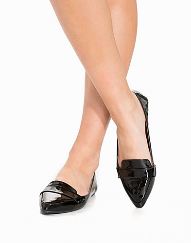 Pointy Toe Loafer (2157693957)