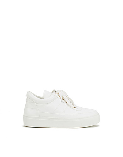 High Top Padded Sneaker (2202606105)