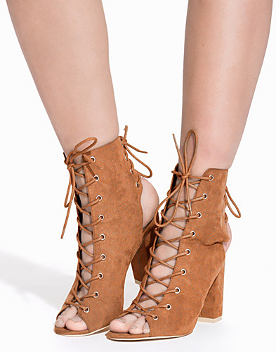 Laced Up Block Heel Boot (2157033027)