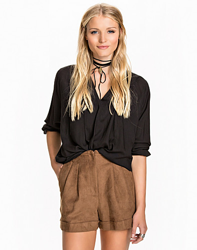 Nelly.com SE - Price Sara Blouse 259.00
