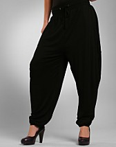 Drappant Pants EUR 39,00, Soaked in Luxury - NELLY.COM
