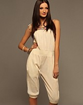 Infinity Beach Jump Suit NOK 599, French Connection - NELLY.COM