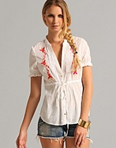 Liliane Blouse SEK 795, Smirk - NELLY.COM