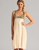 Jump Away Dress SEK 2599, Day Birger et Mikkelsen - NELLY.COM