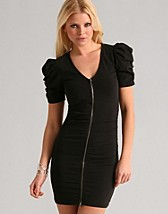 Gru Dress SEK 499, Gestuz - NELLY.COM