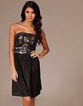 Zani Bandeau Trim Dress SEK 499, Sequin Mania - NELLY.COM