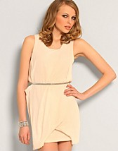 Sophie Dress SEK 439, Jeane Blush - NELLY.COM