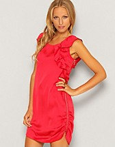 Anna Dress SEK 249, Jeane Blush - NELLY.COM