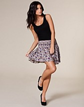 Hagne Skirt SEK 179, Jeane Blush - NELLY.COM