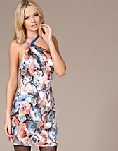 Haley dress SEK 279, Jeane Blush - NELLY.COM