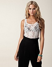 Toppar , Lace Top , Jeane Blush - NELLY.COM