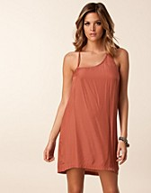 Juhlamekot , Corinne Dress , Jeane Blush - NELLY.COM