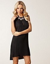 Party dresses , Cadence Dress , Jeane Blush - NELLY.COM