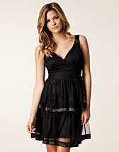 Party dresses , Lacey Dress , Jeane Blush - NELLY.COM