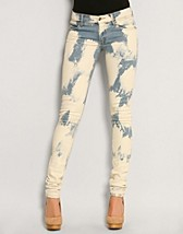Zip Low Jeans NOK 595, Cheap Monday - NELLY.COM