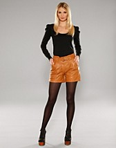 Amina Leather Shorts SEK 995, Vila - NELLY.COM