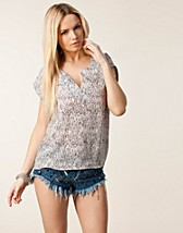 Toppar , Megan Top , Selected Femme - NELLY.COM