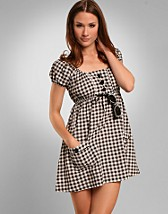 Emma Dress SEK 143, Rut m.fl. - NELLY.COM