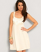 Tille Dress SEK 399, Rut m.fl. - NELLY.COM