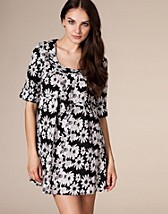 Price Ester Dress SEK 159, Rut m.fl. - NELLY.COM