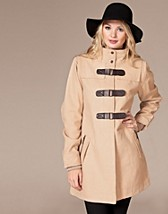 Panorama Buckle Coat SEK 995, Rut m.fl. - NELLY.COM
