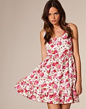 Price New Flower Dress SEK 199, Serious Sally by Rut m.fl. - NELLY.COM
