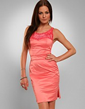 Hot Coral Dress SEK 699, Elise Ryan - NELLY.COM
