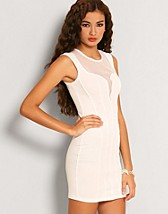 Megan Fox Lace Dress SEK 399, Elise Ryan - NELLY.COM