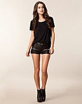 Trousers & shorts , Kenza Shorts , Jofama - NELLY.COM
