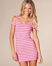 Camilla Dress SEK 299, Motel - NELLY.COM