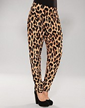Wilma Trouser SEK 599, Motel - NELLY.COM