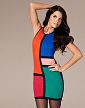 Ozlem Dress SEK 499, Motel - NELLY.COM
