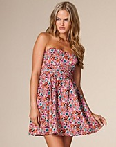 Daisy Ditsy Floral Dress SEK 349, Three Little Words - NELLY.COM