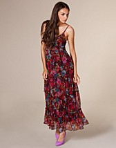 Red Floral Maxi Dress SEK 499, Three Little Words - NELLY.COM