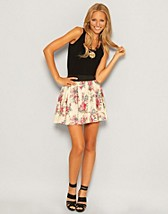 Rosalin Short Skirt SEK 199, Vero Moda - NELLY.COM