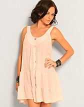 Ruff Dress SEK 399, Saint Tropez - NELLY.COM