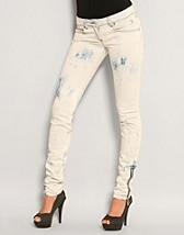 Skinny Biker Jeans SEK 1049, Chick With Guns - NELLY.COM
