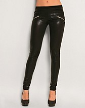 Glitter Leggings SEK 499, Chick With Guns - NELLY.COM