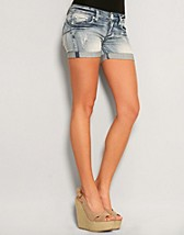 Judit JeansShorts SEK 249, Club L - NELLY.COM