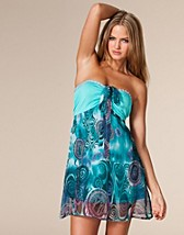 Halterneck Beach Dress SEK 249, Club L - NELLY.COM