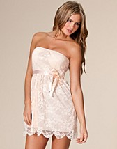 Brijett Lace Dress SEK 299, Club L - NELLY.COM