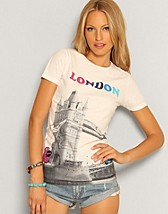 London Tee SEK 379, Björkvin - NELLY.COM