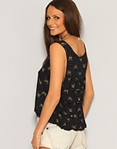 Butterfly Vest Top SEK 109, Ruby Rocks - NELLY.COM