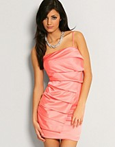Kathryn Pleat Front Dress EUR 49,90, TFNC - NELLY.COM