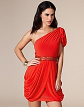Natalie Dress SEK 499, TFNC - NELLY.COM