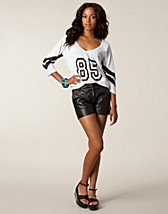 Byxor & shorts , Elin Leather Shorts , Selected Femme - NELLY.COM