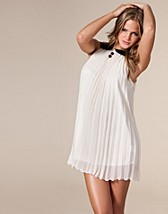 Neo Dress SEK 399, Sisters Point - NELLY.COM
