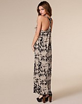 Stella Maxi Dress SEK 199, Three Little Words - NELLY.COM