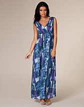 Sophie Chiffon Maxi Dress SEK 399, Three Little Words - NELLY.COM