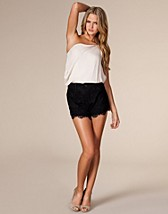 Hangout Shorts SEK 299, Nelly Trend - NELLY.COM